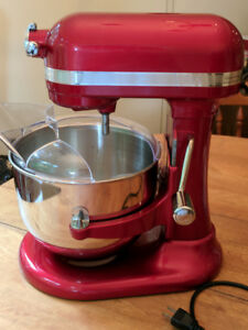 7 quart red KitchenAid stand mixer - used twice