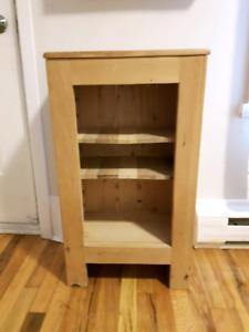 Petit meuble en bois à usage multiple