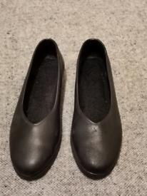 Ladies black shoes size 40