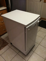 Portable Danby Dishwasher with castors + 6 wash cycles