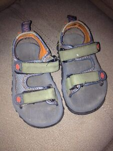 Old Navy sandals - size 3T