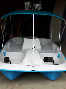 Sun Dolphin Sun Slider 5 Seat Pedal Boat with Canopy