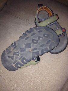 Old Navy sandals - size 3T London Ontario image 2