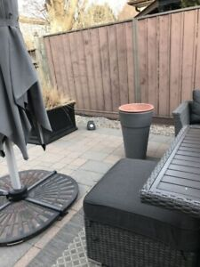 4 planters for sale