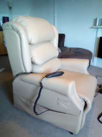 Cosi Chair Ambassador Rise and Recline Ultra Leather