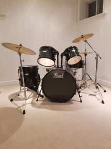 Almost new Pearl Forum Series Drum Kit