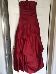 Red A-line princess cut formal gown / bridesmaid dress Cambridge Kitchener Area image 7