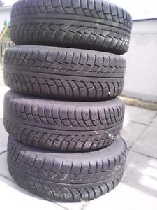 Quatre pneus d'hiver Gislaved 195/65r15