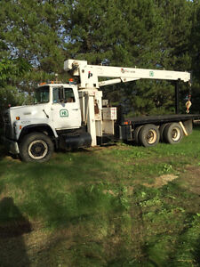 1988 Ford L8000 Tandem with 15 ton picker