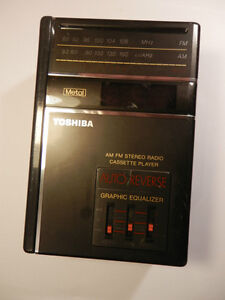 Toshiba Portable AM/FM Stereo Radio Cassette Player KT-4048 w/be