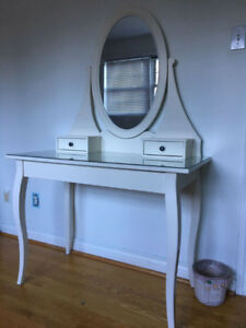 Dressing table with mirror, white
