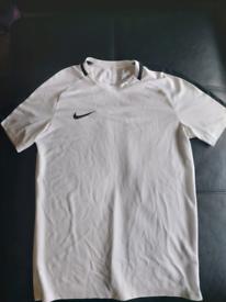 Nike Dri Fit top Small men