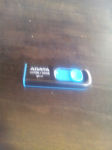 ADATA UV128 32GB USB 3.0 FLASH DRIVE