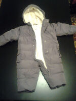Baby GAP snowsuit - Size 9-12 M
