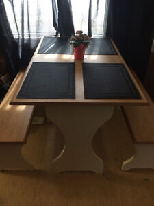 Picnic style dinning table