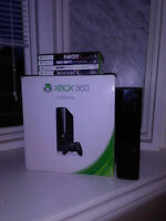 Xbox 360 E 250GB MINT! $150 IN BOX + accessories