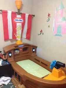 "Little Tikes ""Pirate Ship Bed"" Toddler Kingston Kingston Area image 1"
