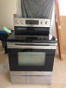 Cuisinière 100 $ Réfrigérateur Whirlpool 30 po. 125 $