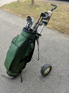 Set of Golf Clubs - Right Hand