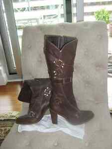 BCBG all leather indoor-outdoor boots/Bottes