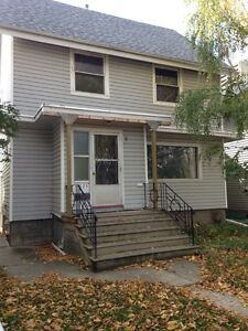 3 BEDROOM HOUSE FOR RENT 11023-84 ave $2000/mo UNIVERSITY