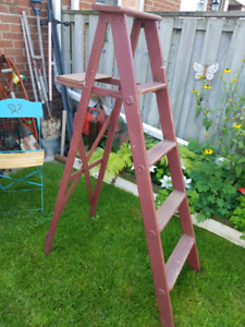 5 ft wooden ladder great for garden