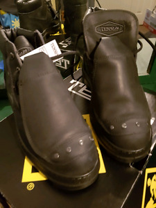 Steel toe boots size 8 5