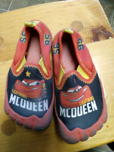 Toddler size 9T Lightening McQueen water shoes $5