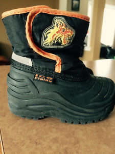 Winter boots size 5 excellent condition