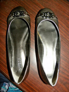 Guess flats, looks almost new (size 9)