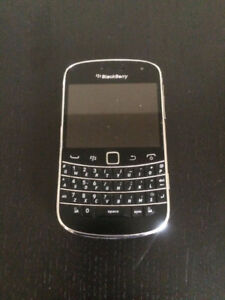 BLACKBERRY BOLD 9900 8GB UNLOCKED USED CONDITION WITH CHARGER. 5