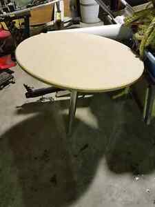 table avec patte et support plancher