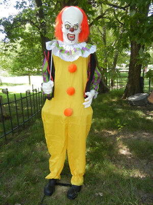 CLASSIC LIFESIZE ANIMATED IT PENNYWISE EVIL CLOWN HALLOWEEN PROP - TALKS - MOVES