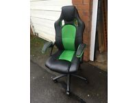 STUNNING GREEN AND BLACK HIGH CHAIR RETAILS £79 ** FREE DROP OFF FRIDAY NIGHT **
