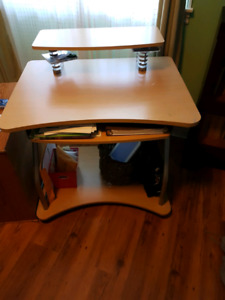 Computer Desk, small size in good condition