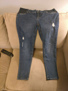 Maternity jeans - size large