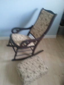 Chaise antique buy sell items tickets or tech in for Meuble antique kijiji