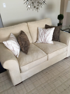 Top line Brentwood Classic Couch & Love Seat