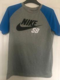 2 nike t-shirt 1 nike jumper age 12/13