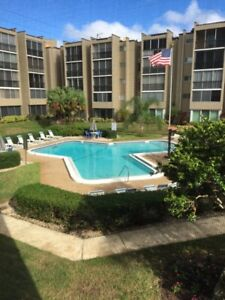 Clearwater Condo oasis - 7 minute drive to clearwater beach