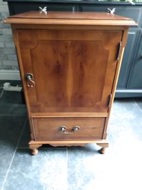 Small cabinet/Gin bar
