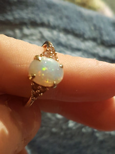 Peoples - beautiful gold opal ring 150 OBO