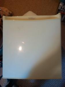Compact DANBY fridge - DCR054W