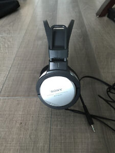 SonY Headphones Stereo MDR-XD100