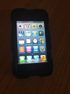Ipod touch, 16GB, 4th generation w/ Griffin case and charger