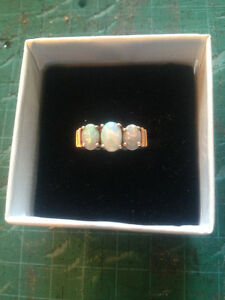 VINTAGE 9K LADIES OPAL RING