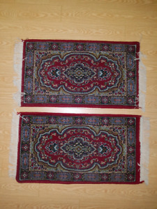 """2 Persian rugs 20"""" by 35"""" (10/10 condition)"""