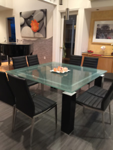 Beautiful Luxury Glass Dining table - 5x 5 ft.