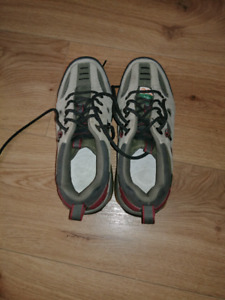 Steel Toe Shoes like new size 7W No need