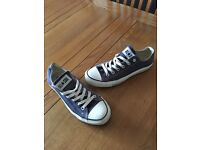 Size 6 navy converse